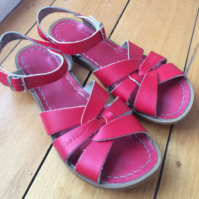 Red Saltwater Sandals Size 6 (au 8)