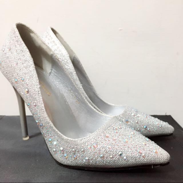 全新❗️銀白水晶尖頭高跟鞋