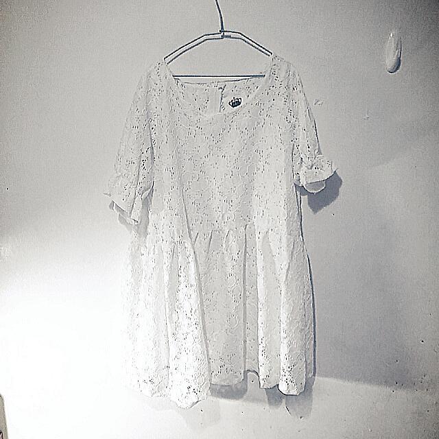 蕾絲滿版白娃娃裙