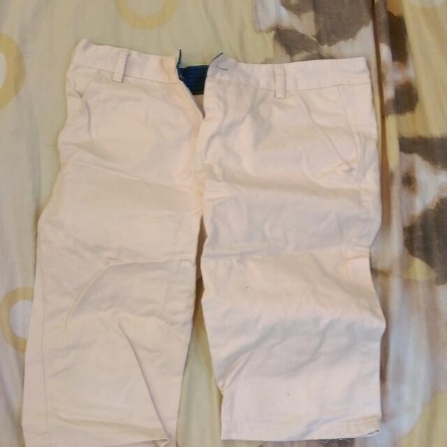 短褲👍帽子 😊 一件150 價值絕對有500 快來買喔 都是修身短褲 穿過兩三次而已