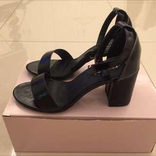 全新黑色亮面粗跟高跟鞋38號22.5公分