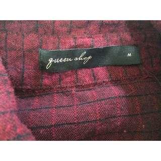 Queen shop酒紅格紋襯衫👚