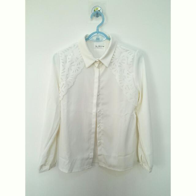✨全新免運✨胸前鏤空雕花白色氣質襯衫