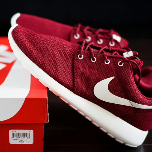 on sale 5c47b b875e Nike Roshe Run Maroon, Men's Fashion on Carousell