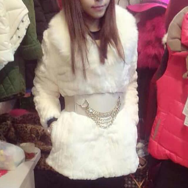 韓,白色澎澎兔毛保暖外套(不含腰封)