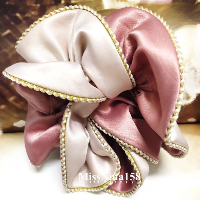 全新✨粉紅緞面大腸圈 髮束