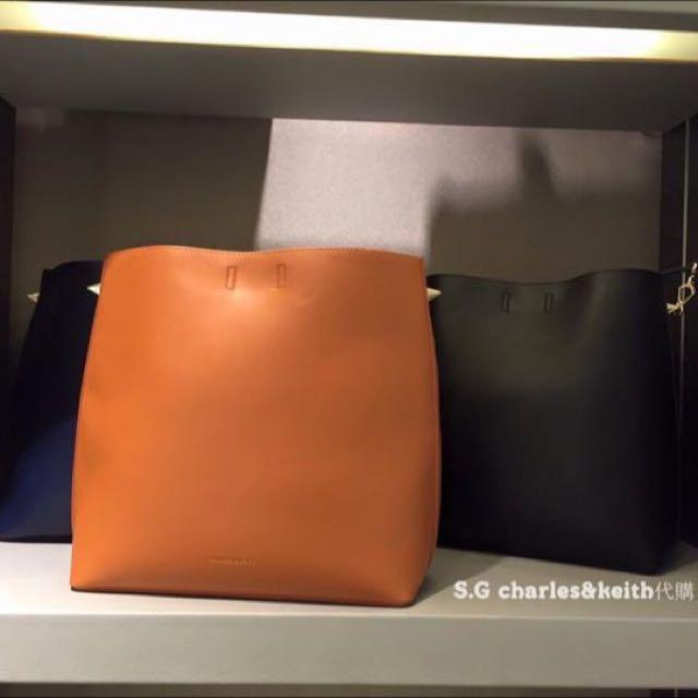 代購🐾Charles&Keith  🔜店家實拍照 ►軟皮肩背包◄