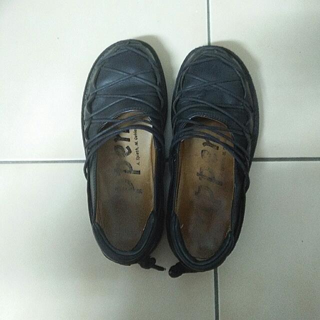 Trippen黑色牛皮鞋(蟑螂鞋)