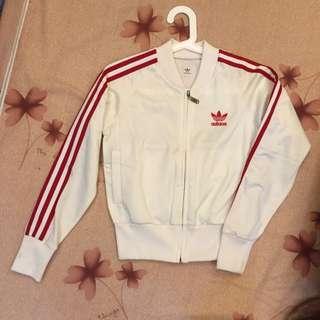 降》Adidas經典紅白外套