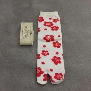 日製梅花兩指襪