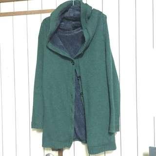 裡面有刷毛超溫暖的綠色針織連帽長版外套