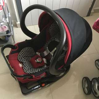 Combi Shuttle 33 infant carseat