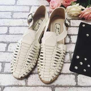 ✨降價✨歐美風復古編織鏤空低跟涼鞋(白色)