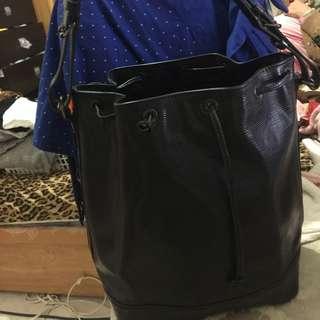 🐒年出清特賣 專櫃正品,8成新LV黑色水波紋大水桶包