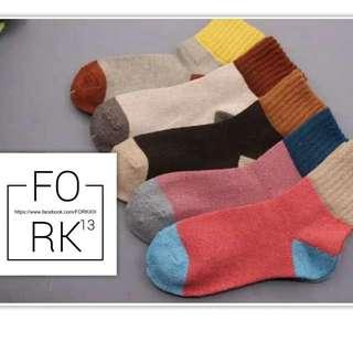 「預購」兔羊毛保暖中筒襪