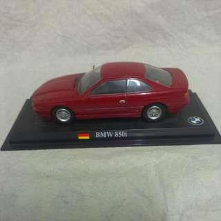 聖誕禮物 車界名牌 BMW 850i 經典紅色 立體模型車 (有底座)
