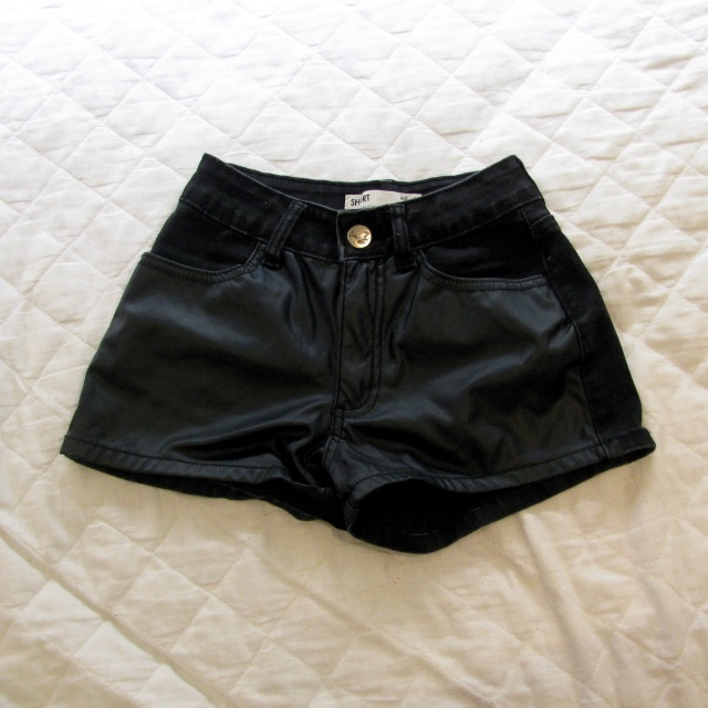 Black Shorts SZ 6