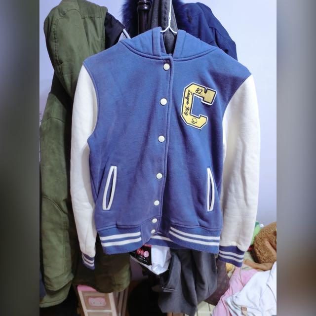 藍白C字棒球外套