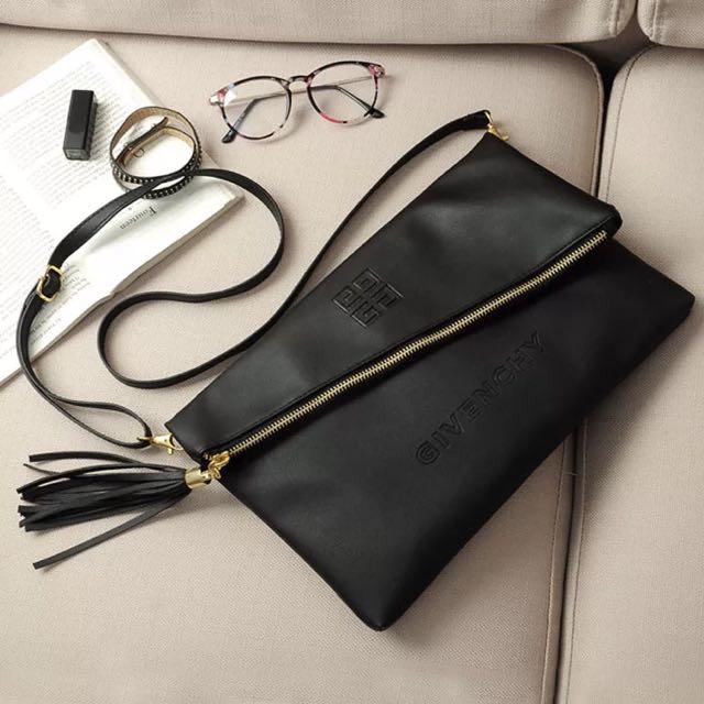 Givenchy紀梵希專櫃滿額禮 超質感柔軟皮革信封包 手拿包 斜背包 肩背包