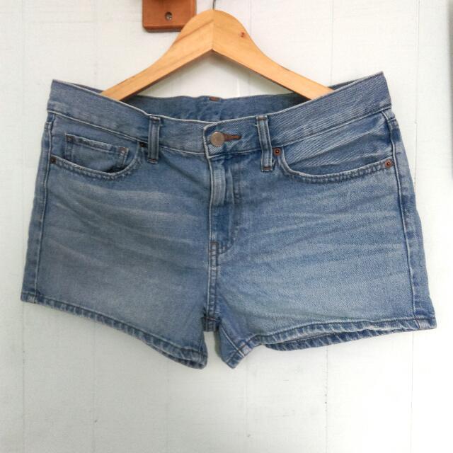 UQ牛仔短褲