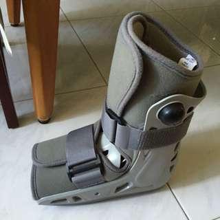 Short Air cast boot