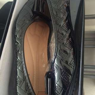 BRAND NEW kiky Shoes Size 38