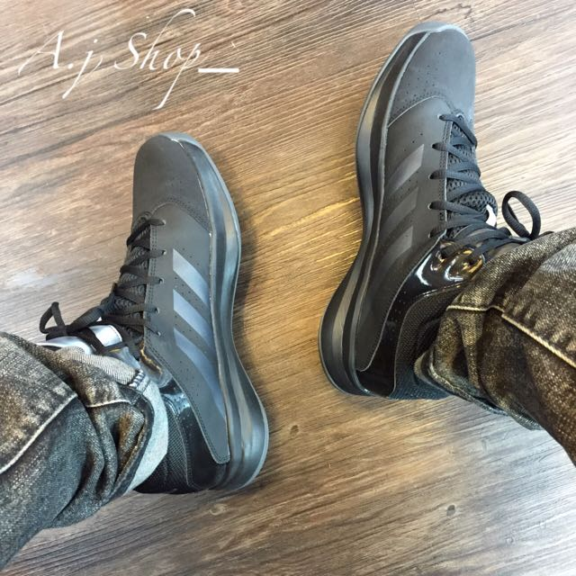 adidas藍球鞋