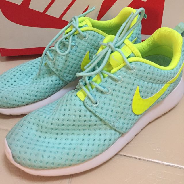 AUTHENTIC NIKE ROSHE ONE GREEN SIZE 37.5 WomaN