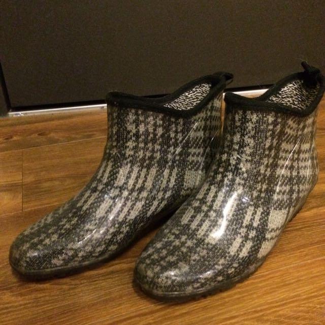《日本製》Charming時尚防水短筒式雨鞋/鞋墊可換式(鞋墊具消臭、止滑)
