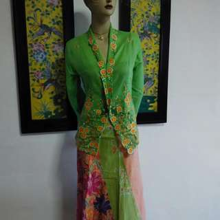 BN Nyonya Kebaya All are Size:  M 2nd Pic. Size M (Blk Kebaya) --Sold