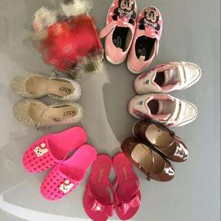 Girl's Shoes 6 PAIRS