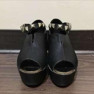 卯釘扣環造型魚口厚底鞋