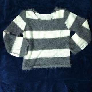 含運/灰白條紋針織絨毛衣