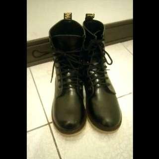 8孔馬汀靴25號(含運)
