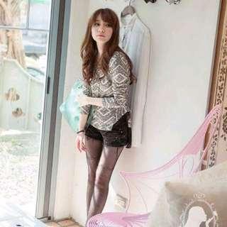 網拍PUREE-浪漫弦律*韓國特色蕾絲印花前短後長下擺拼接雪紡上衣