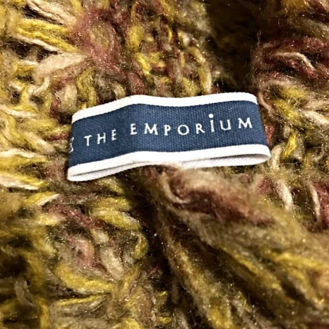 THE EMPORIUM黃駝色保暖毛圍巾