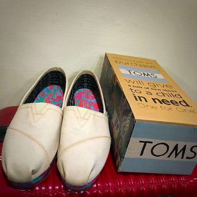 Toms 全新 有污點賠售 米白色 愛地球限量款 正品 含運
