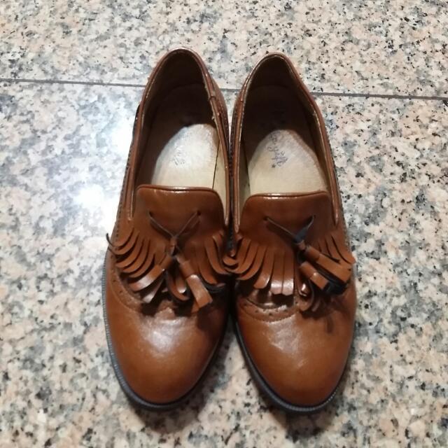 亮皮牛津鞋200元