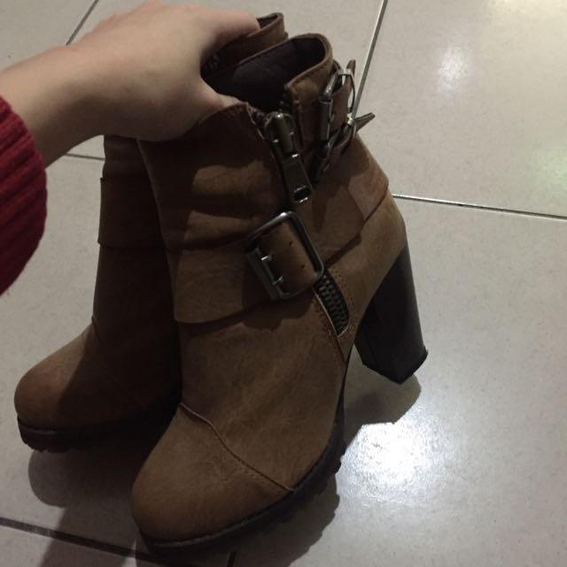 正韓粗跟靴子