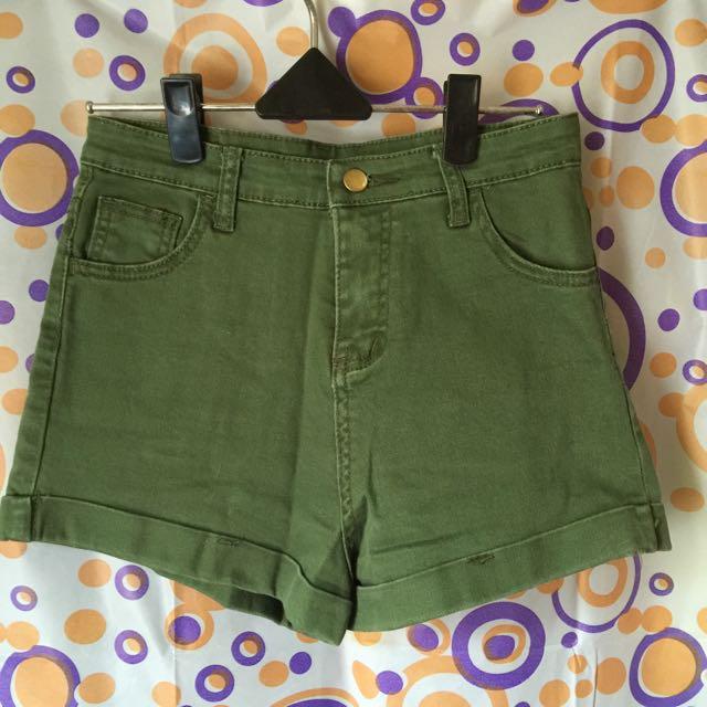 全新 軍綠色彈性短褲 有實穿圖
