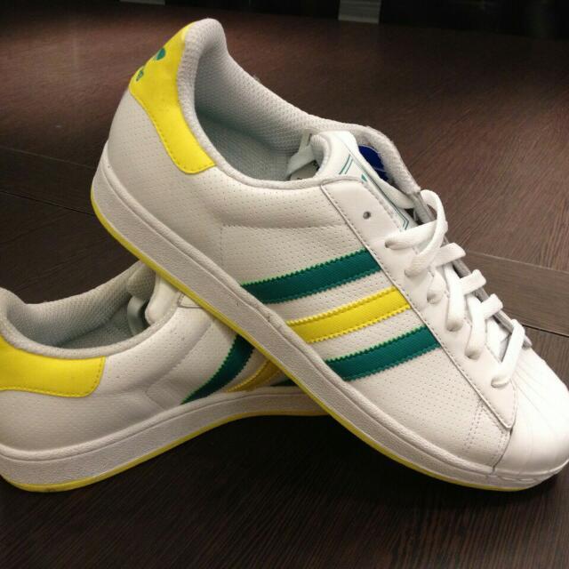 adidas綠黃條休閒男鞋