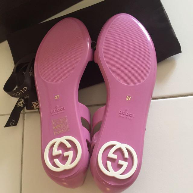 596eb0ceb1c3e BNIB Authentic Gucci Marola Flat Jelly Sandals With Interlocking G Logo  Size 37