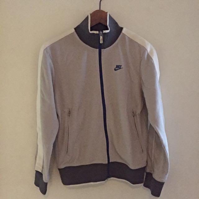 「超便宜」Nike Sportswear 復古運動外套