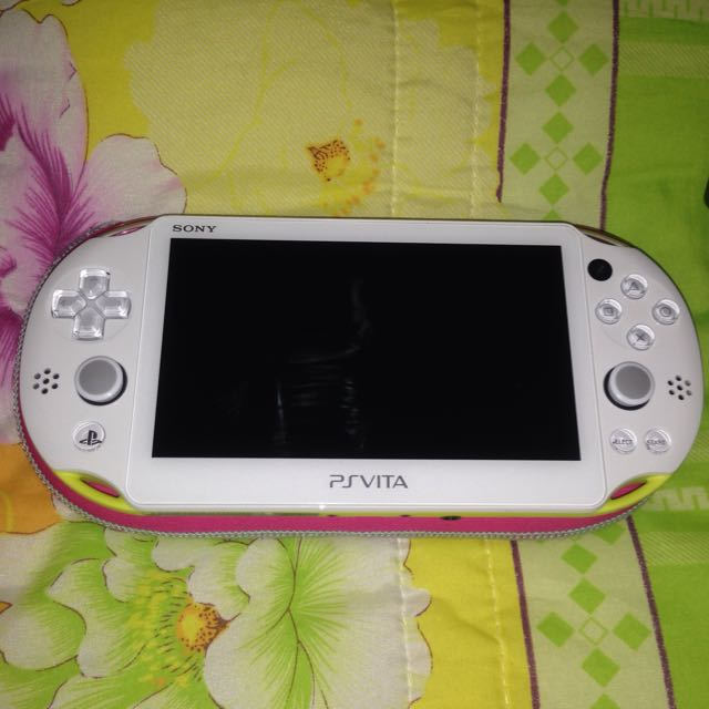 Ps Vita Slim 2000.   Lime Green.    .95% New ...