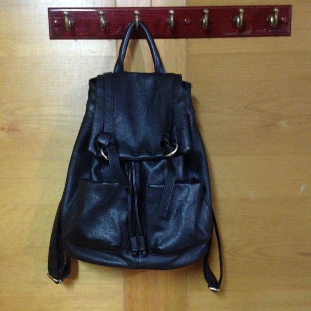 PU後背包('$200含運費)黑色後背包