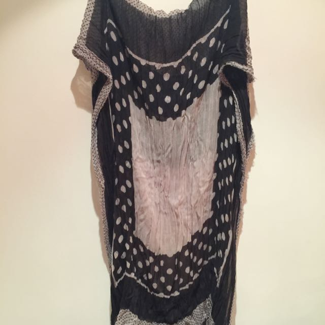 Zara黑白點點長圍巾長200cm,寬100cm