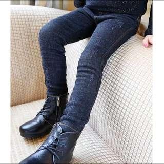 預購。冬。中大童。加絨仿牛仔小腳褲-黑色