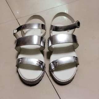 平底銀色涼鞋