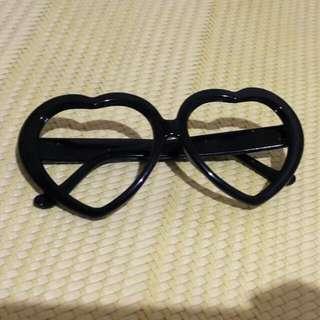 黑色愛心造型眼鏡
