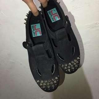 ⚡️降價⚡️IT卯釘厚底鞋